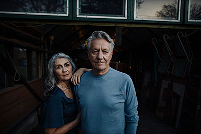 Portrait of a senior couple in a boathouse - p300m2156262 by Gustafsson