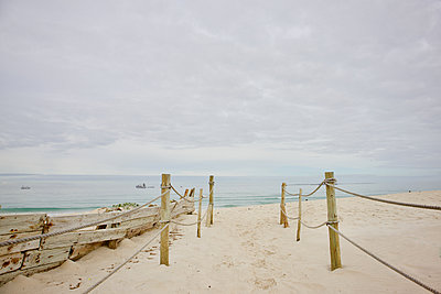South Africa, Empty beach - p1640m2245831 by Holly & John