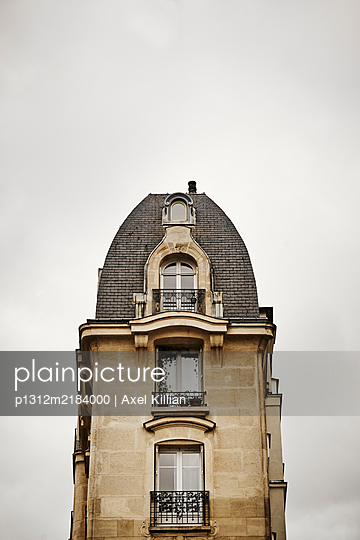 France, Paris, House with studio appartment - p1312m2184000 by Axel Killian