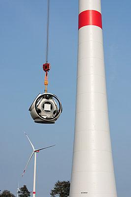 Aufbau eines Windparks - p1079m2157726 von Ulrich Mertens