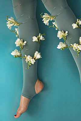 Leg with flowers surround - p6780035 by Christine Mathieu