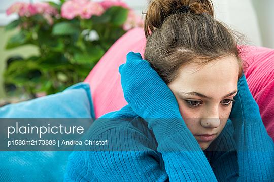 Traurig - p1580m2173888 von Andrea Christofi