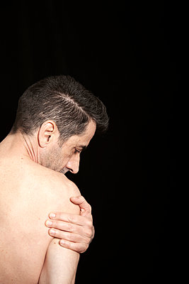 Shoulder pain - p1248m2260664 by miguel sobreira