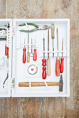 Werkzeugkasten - p464m1496359 von Elektrons 08