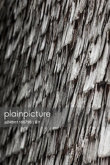 Alte Holzschindeln - p248m1165795 von BY