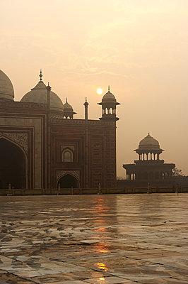 Die Sonne über Taj Mahal - p1259m1108677 von J.-P. Westermann