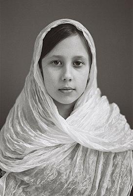 Teenage girl with transparent headscarf - p1648m2228478 by KOLETZKI