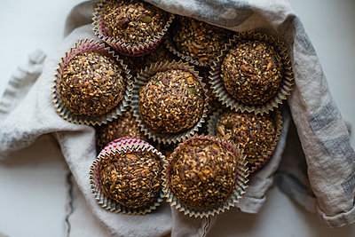 Close-up of multi grain muffins on table - p426m1003726f by Helena Wahlman