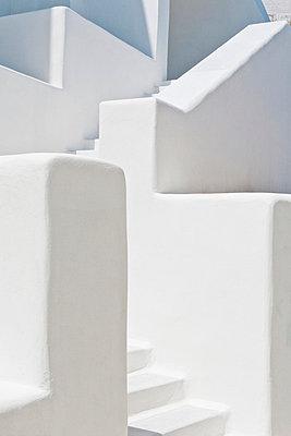 Außentreppe in Griechenland - p7810102 von Angela Franke