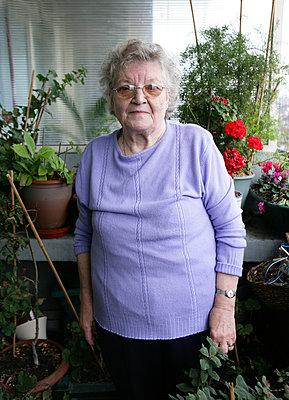 Ältere Frau - p1158m966392 von Patricia Niven