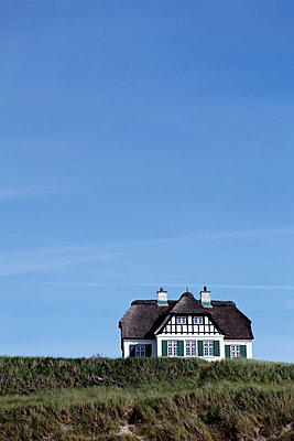 Haus auf der Düne - p179m833388 von Roland Schneider