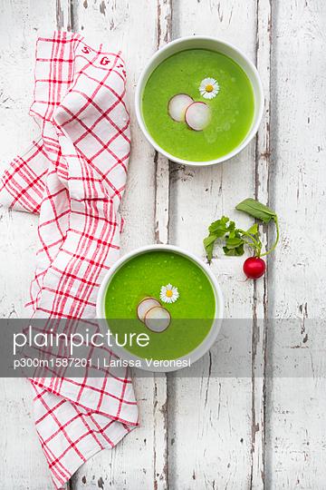 Organic radish green soup - p300m1587201 von Larissa Veronesi