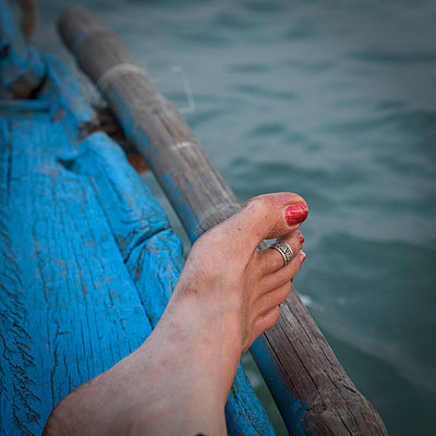 Foot with red nail polish - p1513m2043880 by ESTELLE FENECH