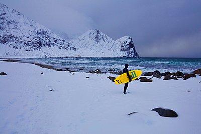 Winter surfing - p1399m1559213 by Daniel Hischer