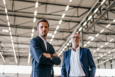 Portrait of two businessmen  - p586m1208539 by Kniel Synnatzschke