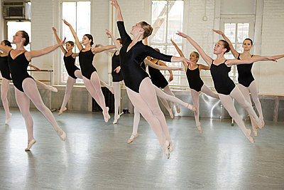 Ballerinas jumping - p9245535f by Image Source