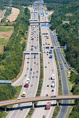 Autobahnbrücke über die A2 - p1079m995520 von Ulrich Mertens
