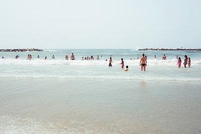 Strand von Tel Aviv - p741m929349 von Christof Mattes