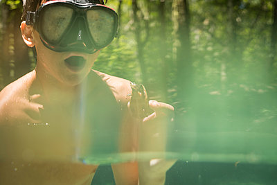 Teenage boy wearing snorkel holding common snapping turtle, Econfina Creek, Youngstown, Florida, USA - p924m1422725 by Raphye Alexius