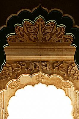 Verzierter Torbogen in Jodhpur - p1259m1111472 von J.-P. Westermann