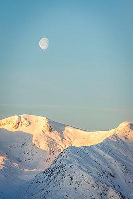 Mountain range in winter, Black Mount, Scotland - p1652m2257764 by Callum Ollason
