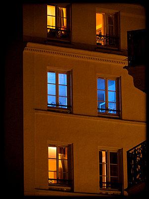 Paris by night - p1654m2253747 by Alexis Bastin
