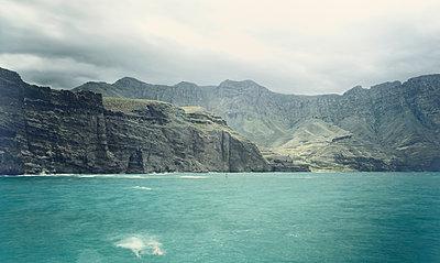 Rocky coast of Gran Canaria - p1342m1332653 by Sebastian Burgold