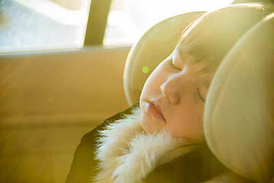 Close up of young girl sleeping in car - p429m803031f by Florin Prunoiu