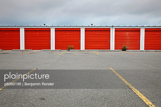 Garages - p8360195 by Benjamin Rondel