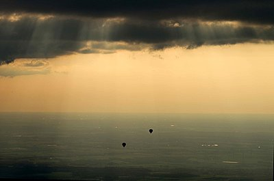 Hot air balloons - p1016m1590764 by Jochen Knobloch