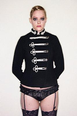 Young woman wearing uniform - p3580529 by Frank Muckenheim