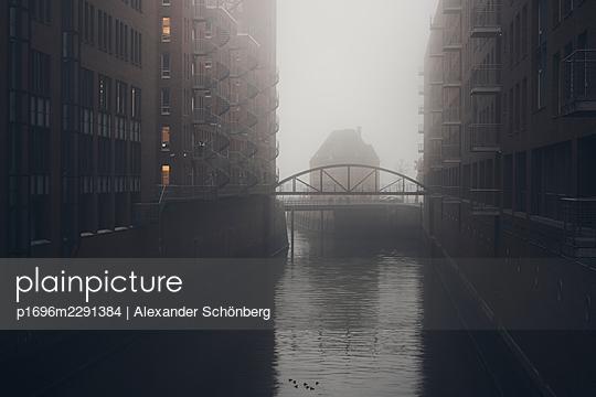 Speicherstadt - p1696m2291384 von Alexander Schönberg