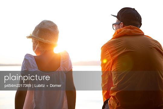 Friedlich zusammen - p454m2217369 von Lubitz + Dorner