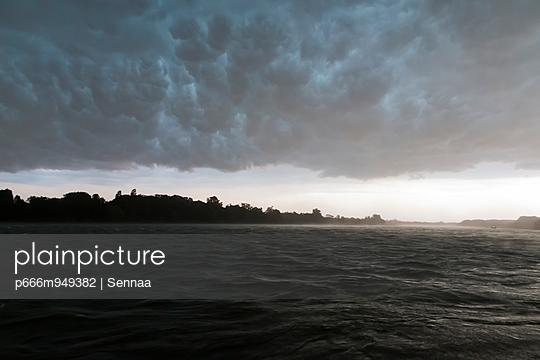 Sturm über dem Rhein - p666m949382 von Sennaa