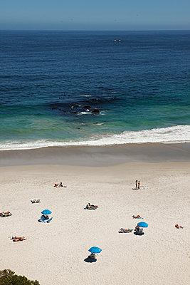 Strand aus Vogelperspektive - p045m1362450 von Jasmin Sander