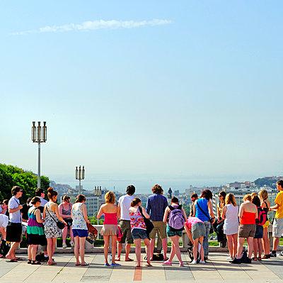 Group of visitors in Lisbon - p987m2062300 by DEVRESSE Patrick