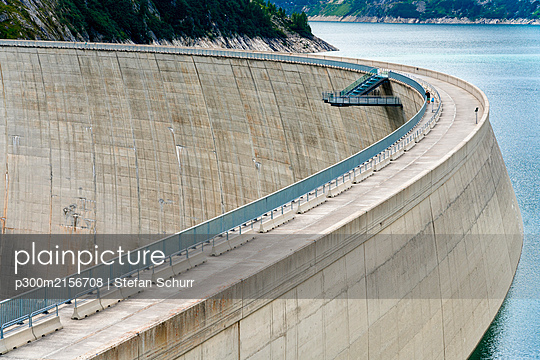Austria, Carinthia, Malta, Aerial view of Kolnbrein Dam - p300m2156708 by Stefan Schurr