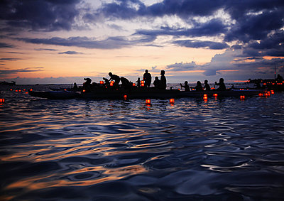 Hawaii, Oahu, Annual Lantern Floating Ceremony During Sunset At Ala Moana - p442m934921 by Brandon Tabiolo