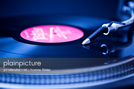 Turntable - p1149m2021190 by Yvonne Röder