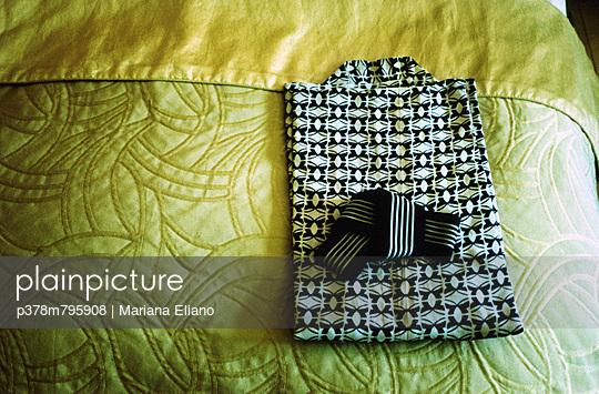 Black and white kimono - p378m795908 by Mariana Eliano