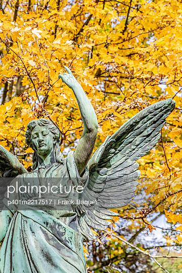 Engelsfigur Melatenfriedhof Köln - p401m2217517 von Frank Baquet