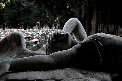 Skulptur auf dem Monumentalfriedhof Staglieno - p1105m1222744 von Virginie Plauchut