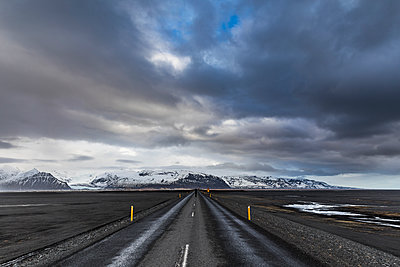 Iceland, Vik, Ring road after rain - p300m1562273 by William Perugini