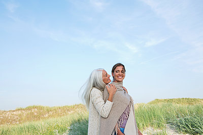 Mother and daughter take a vacation in St. Peter-Ording - p341m1488179 by Mikesch