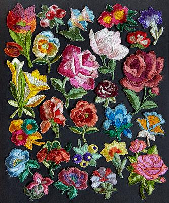 Blumenstickerei - p415m2030773 von Tanja Luther