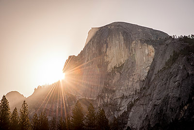 Sunrise over Half Dome in Yosemite - p1166m2189880 by Cavan Images