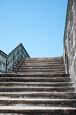 Treppe in Porto - p171m1158993 von Rolau