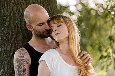 Verliebtes Paar - p220m1183301 von Kai Jabs