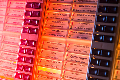 Jukebox - p401m2043362 by Frank Baquet