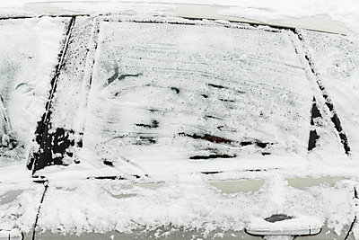 Frozen car glass - p445m1528750 by Marie Docher